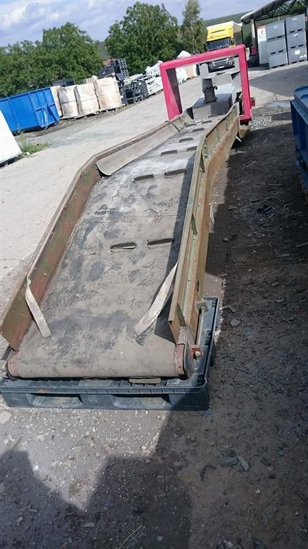 Dopravníkový pás s mostovým detektorem kovu Mesutronic